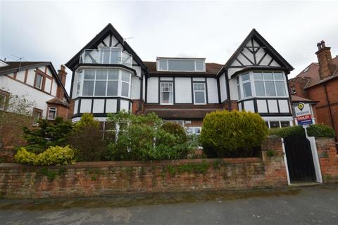 2 bedroom flat for sale - Holbeck Road, Scarborough
