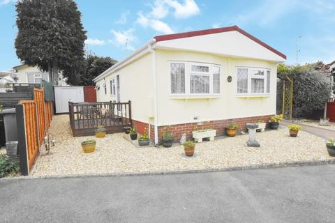 2 bedroom detached house for sale - Barnes Road Ensbury Park BH10 5AJ