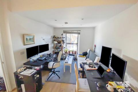 1 bedroom flat to rent - Green Lanes, Turnpike Lane, N8 - Renovated One Bedroom Apartment