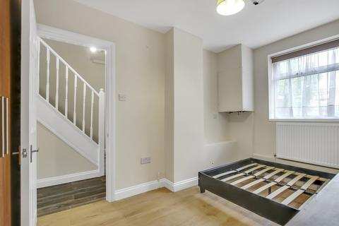 4 bedroom flat share to rent - Manor Estate, London SE16