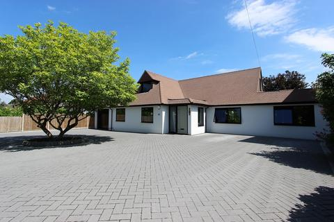 5 bedroom detached house for sale - Gilhams Avenue, Banstead