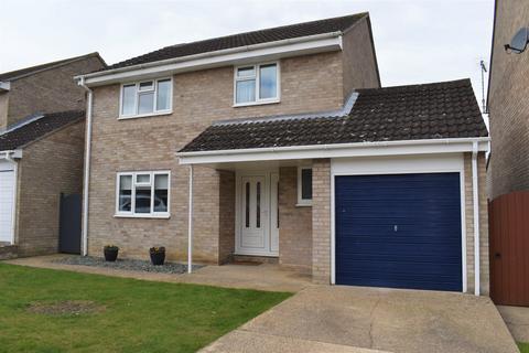 4 bedroom detached house for sale - Briar Close, Lowestoft
