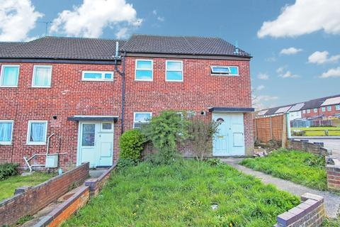 3 bedroom end of terrace house for sale - Charles Pell Road, Colchester, CO4 3XT