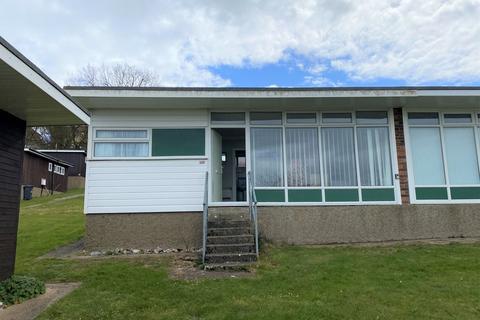 2 bedroom semi-detached bungalow for sale - Kings Chalet Park, Cromer