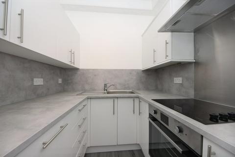 3 bedroom apartment to rent - Craven Avenue, W5