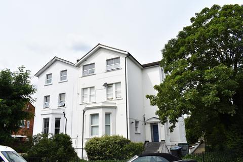 3 bedroom flat to rent - Lawrie Park Road London SE26