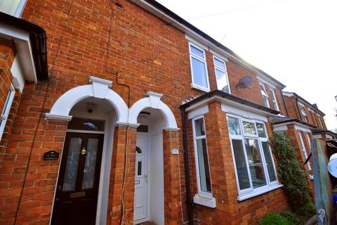 3 bedroom terraced house to rent - Rectory Road, Farnborough