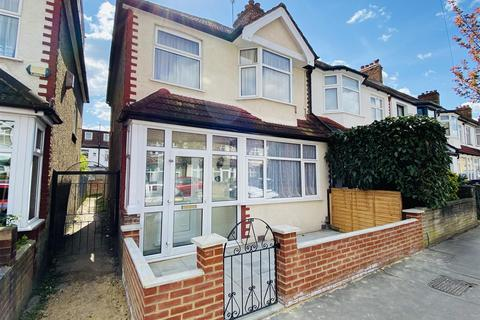 3 bedroom end of terrace house for sale - Hambrook Road, London