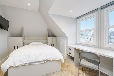 Studio to rent - Freeland Road, Ealing, London, W5