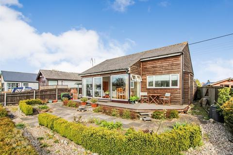 2 bedroom detached bungalow for sale - Riverside Estate, Brundall, Norwich
