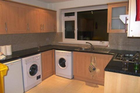1 bedroom in a house share to rent - MORDEN, SM4