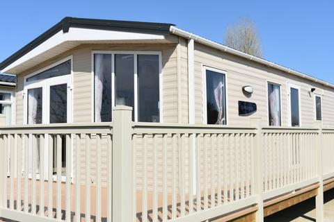 2 bedroom lodge for sale - Eastlands Meadow Country Park, Essex