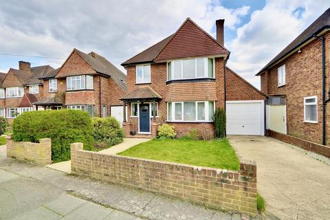 3 bedroom detached house for sale - St. Georges Drive, Ickenham, UB10