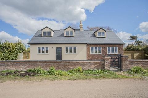 4 bedroom detached house for sale - Askews Lane, Yaxley, Peterborough, Cambridgeshire. PE7 3LA