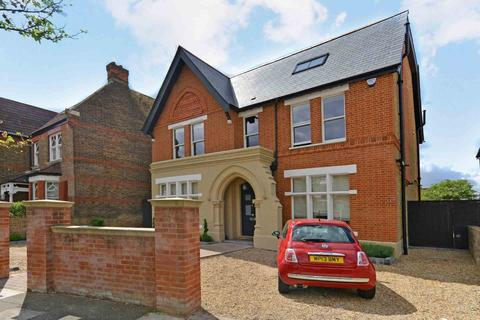 6 bedroom detached house to rent - Woodville Road, London