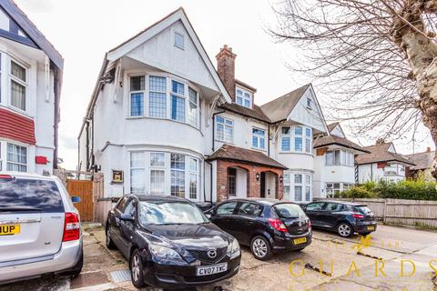 3 bedroom flat to rent - Woodstock Avenue, London