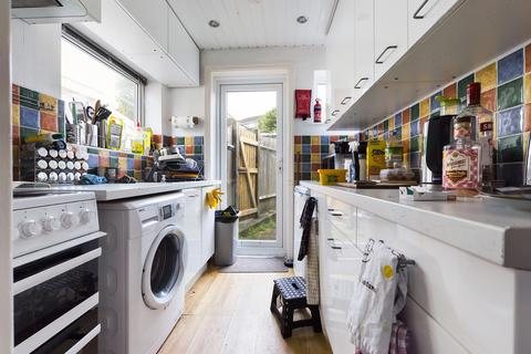 4 bedroom terraced house to rent - Lower Bevendean Avenue , Brighton BN2