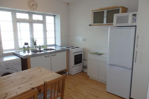 2 bedroom flat to rent - Mountview Court, Hornsey, N8