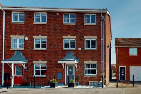 3 bedroom end of terrace house for sale - Armstrong Way, Rawcliffe, York