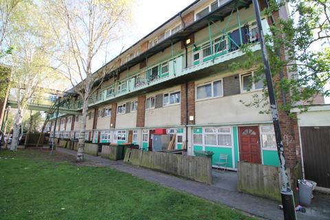 3 bedroom flat for sale - Star Lane, London, E16