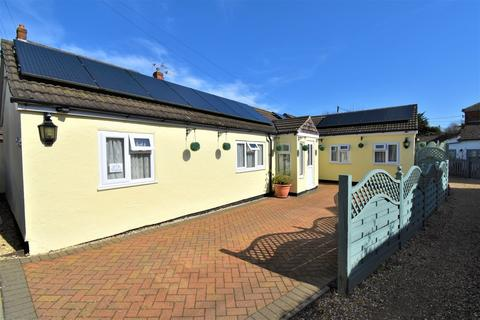 3 bedroom detached bungalow for sale - Folly Lane North, Farnham