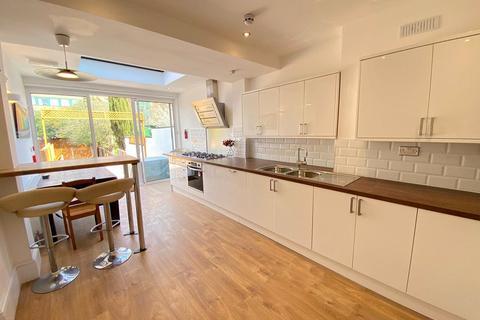 4 bedroom semi-detached house to rent - Brunswick Road, Ealing, London, W5