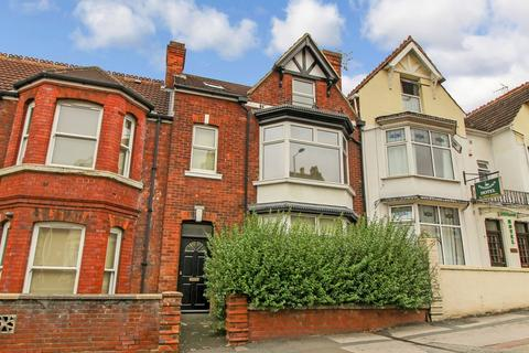 Studio to rent - Victoria Road, Old Town, Swindon
