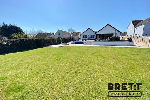 4 bedroom detached bungalow for sale - Upper Lamphey Road, Pembroke, Pembrokeshire. SA71 5JL