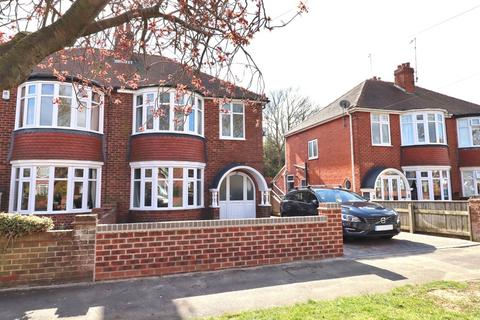3 bedroom semi-detached house for sale - Queensgate, Bridlington