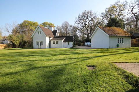 3 bedroom detached house to rent - Lattermead, Cott Lane, Burley