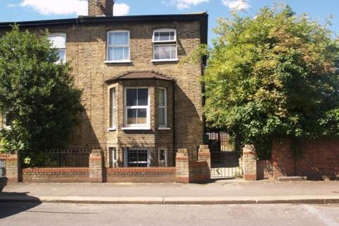 Studio to rent - East Avenue, Walthamstow, London