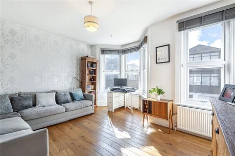3 bedroom flat for sale - Falkland Road, London, N8