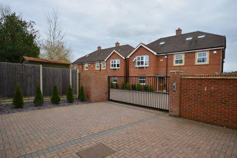 3 bedroom semi-detached house for sale - Hale Road, Farnham