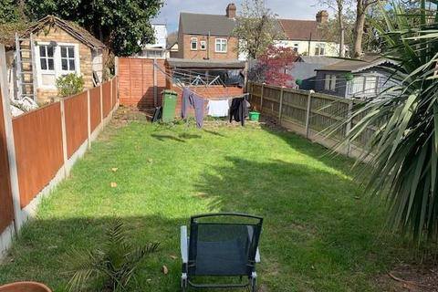 3 bedroom terraced house for sale - Hainault Road, Chadwell Heath, Romford