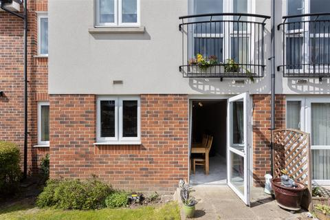 2 bedroom house for sale - Tythe Court, White Hart Lane, Romford
