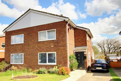 3 bedroom semi-detached house for sale - Monks Walk, Buntingford