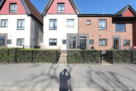 3 bedroom end of terrace house for sale - Hawthorn Avenue, Hull