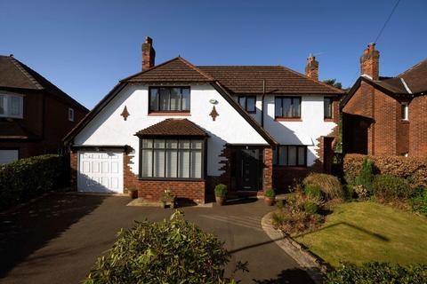 3 bedroom detached house for sale - Kings Close, Bramhall