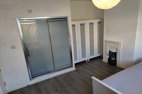House share to rent - WOLFE CRESCENT, CHARLTON, LONDON SE7