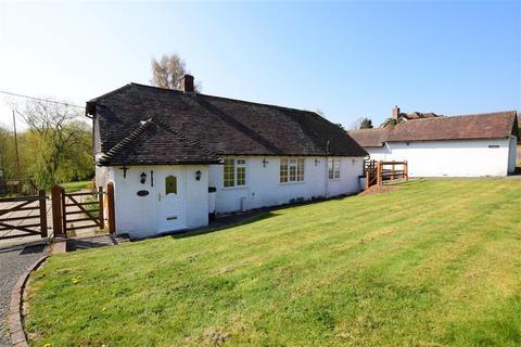 2 bedroom detached bungalow for sale - Hawkhurst Court, Wisborough Green, West Sussex