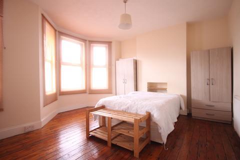 5 bedroom terraced house to rent - Rutland Gardens, Manor House, N4