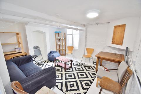 3 bedroom terraced house to rent - Winchester