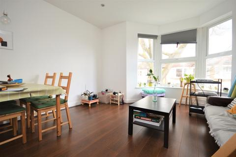 3 bedroom flat to rent - Avignon Road London SE4