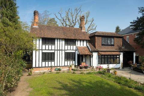 3 bedroom detached house for sale - Coombe Hill Road, Kingston upon Thames, KT2