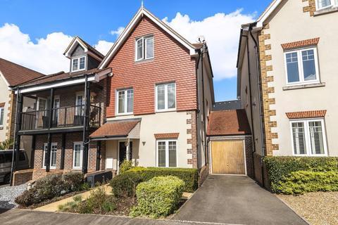 3 bedroom semi-detached house for sale - Halcyon Close, Oxshott, KT22