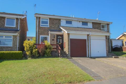 3 bedroom semi-detached house for sale - Grasmere Way, Linslade, Leighton Buzzard