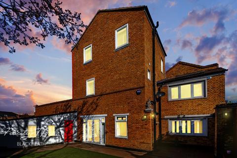 4 bedroom end of terrace house for sale - Delacourt Road, London