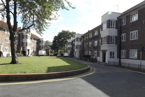 3 bedroom flat to rent - Savill House, Rodenhurst Road, London SW4