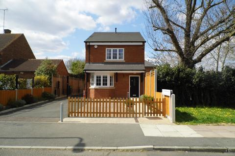 3 bedroom detached house to rent - DORKING ROAD , ROMFORD RM3