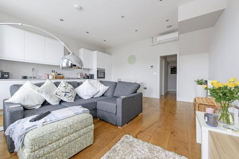 2 bedroom apartment to rent - East Hill, SW18